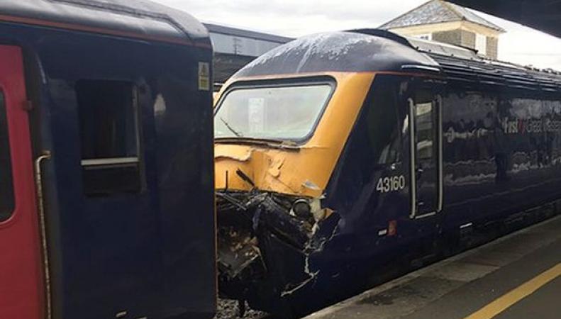 В Плимуте столкнулись два поезда