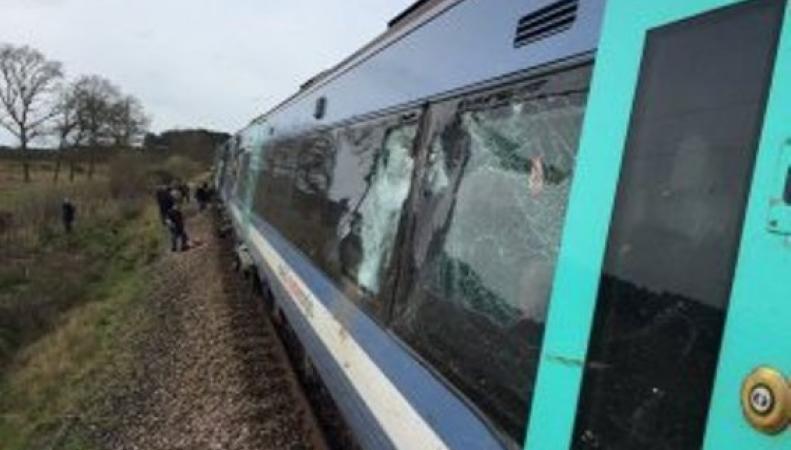 Поезд столкнулся с трактором в Великобритании