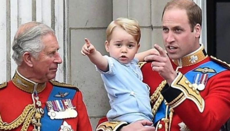Принц Чарльз приучает внука к садоводству