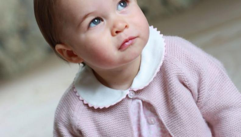 Герцогиня Кейт показала подписчикам твиттера новое фото принцессы Шарлотты
