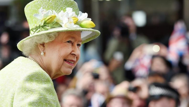 Размещена официальная фотография 90-летней королевы ЕлизаветыII