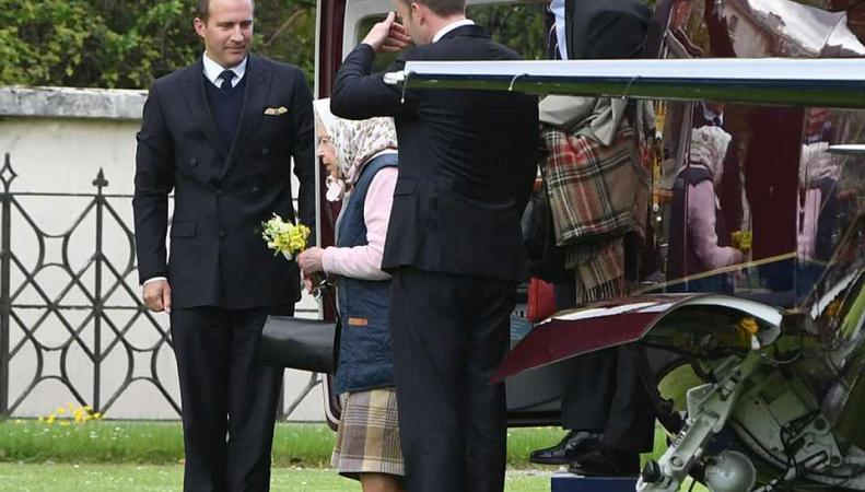 Королева Елизавета II впервые навестила новорожденного принца Луиса