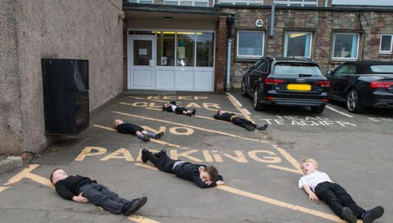 В Шотландии придумали необычный способ убедить водителей быть более осторожными