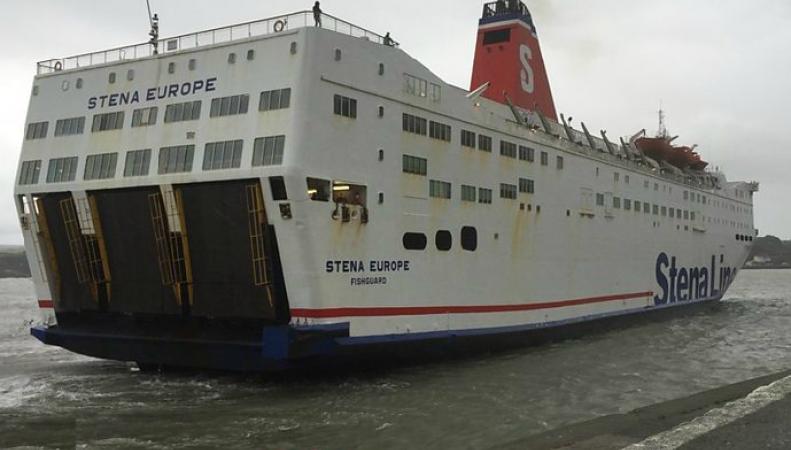 Пассажиры парома в Уэльсе застряли в море почти на сутки фото:bbc.com