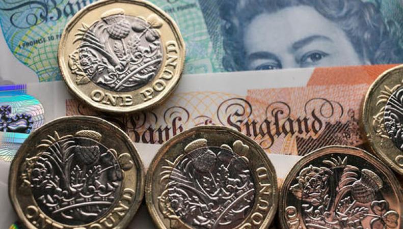 Курс фунта стерлингов просел к доллару и евро после публикации статистического отчета