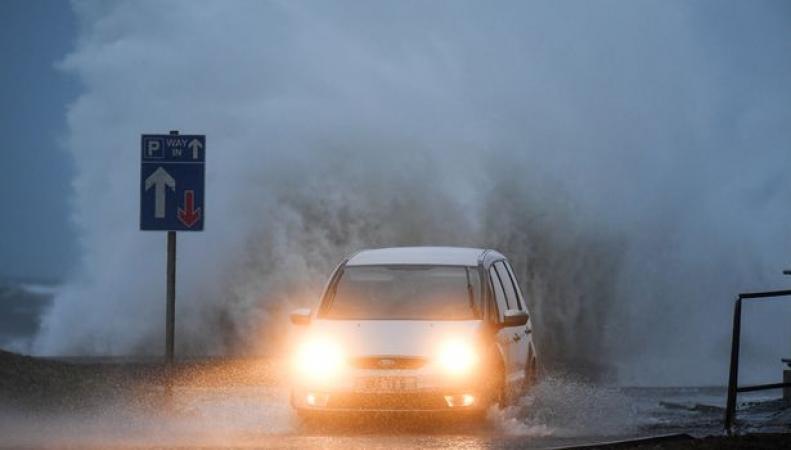 Первый в новом году шторм накрыл север Шотландии