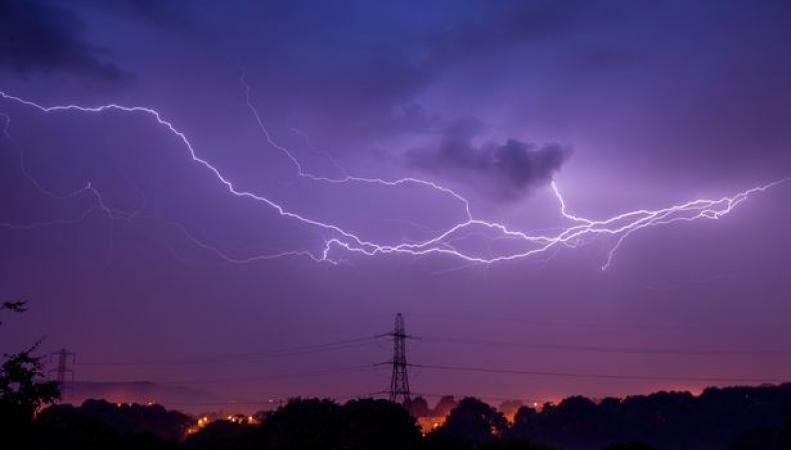 Штормовое предупреждение объявлено от Северного Уэльса до графства Кент