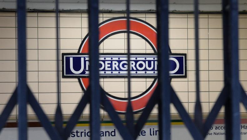 Работники лондонского метро объявили стачку в знак протеста против увольнения коллеги
