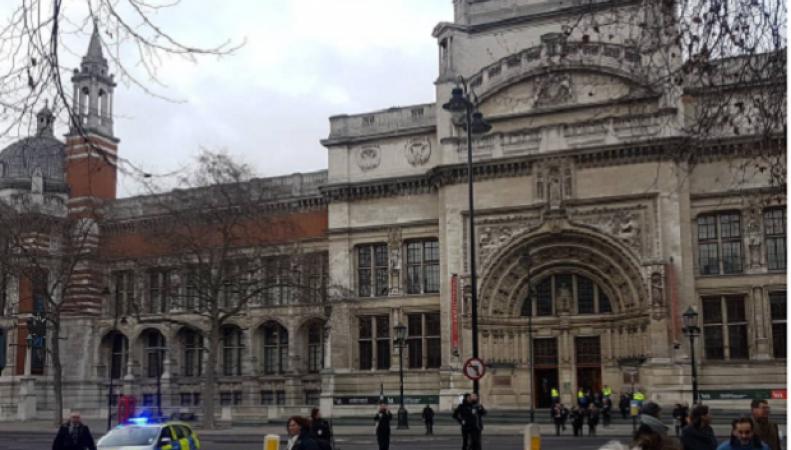 Посетители музея V&A эвакуированы из-за угрозы теракта фото:instagram