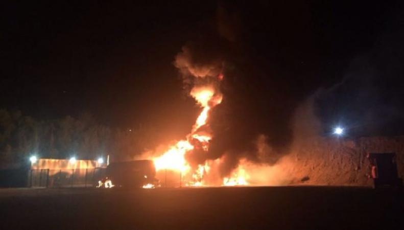 В Эссексе сгорели пять топливных цистерн  фото:bbc
