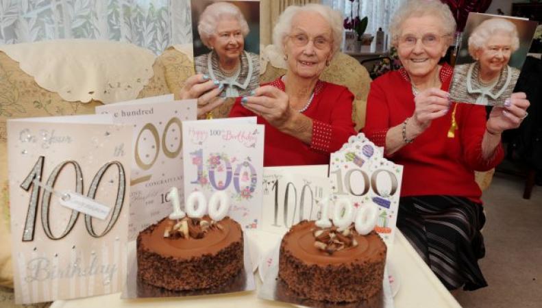 Сестры-близнецы из Великобритании отметили свое 100-летие