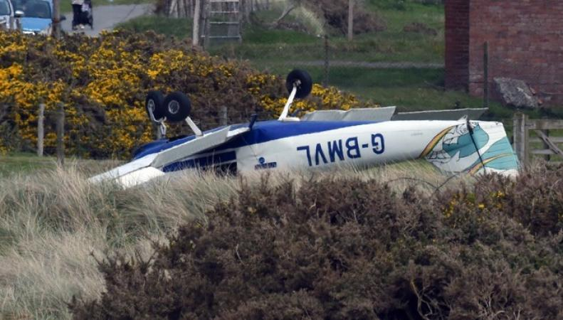 Легкомоторный самолет разбился в аэропорту Уэльса