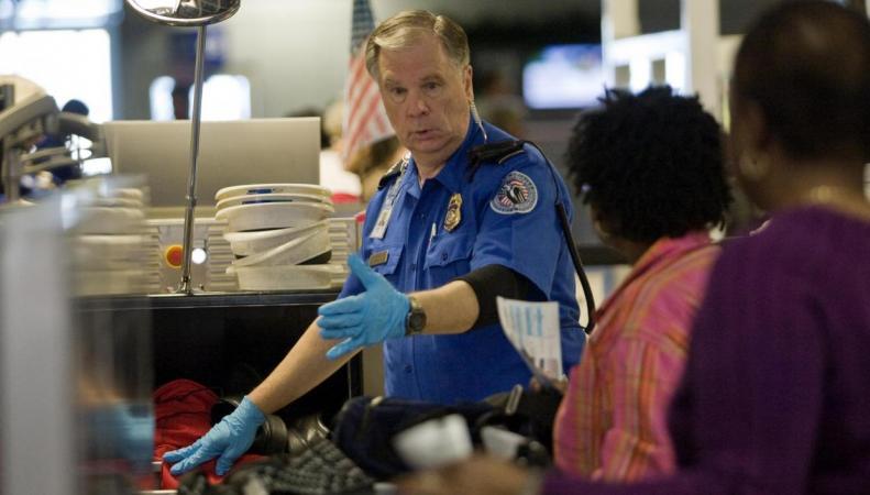 Авиакомпании и британские аэропорты вводят дополнительные запреты в составе багажа