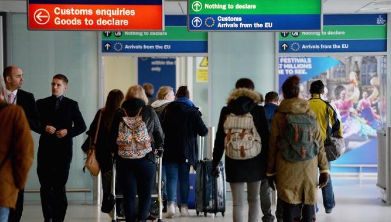 Аэропорт Эдинбурга введет сбор за приоритетное прохождение паспортного контроля фото:thetimes.co.uk