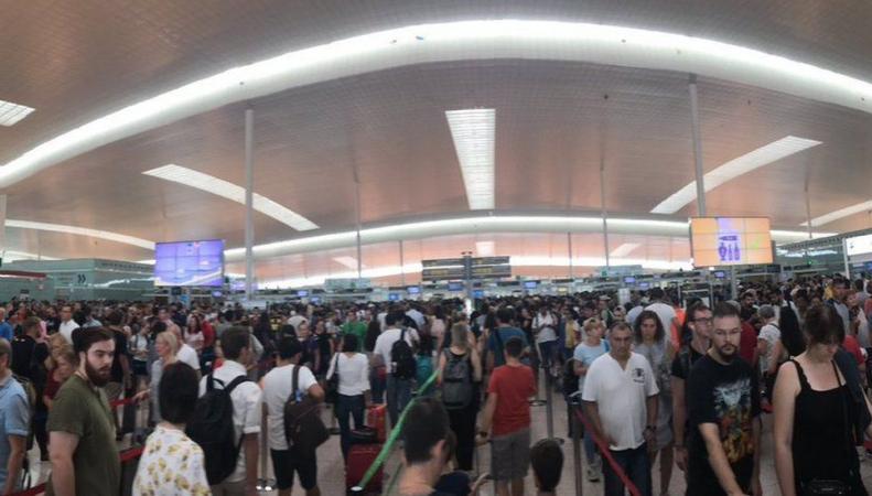 Британские авиакомпании официально объявили о задержках в европейских аэропортах фото:bbc