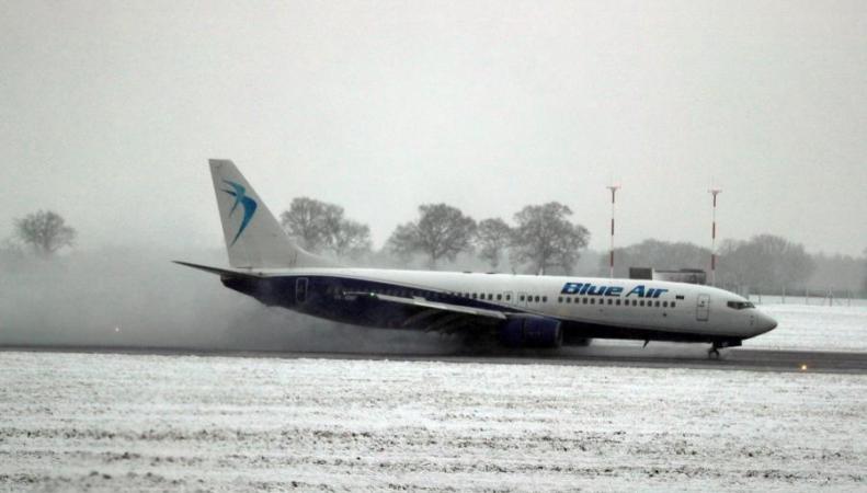 Лондонские аэропорты отменяют рейсы из-за снегопада