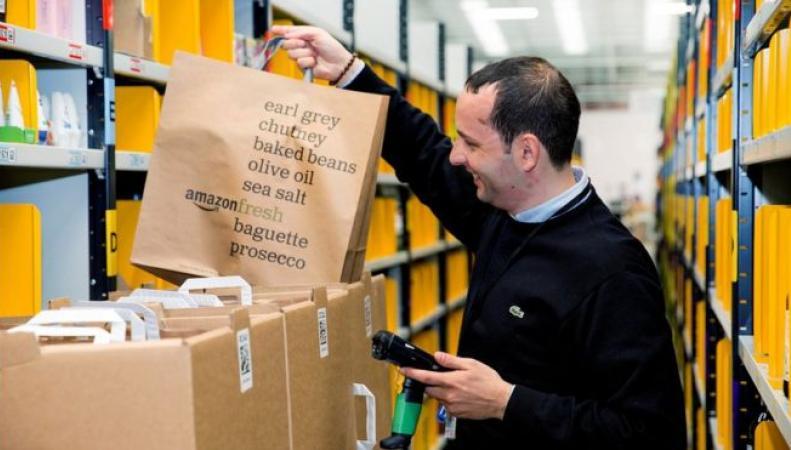 Amazon  в Великобритании запустил сервис онлайн-гипермаркета с доставкой день в день фото:bbc.com