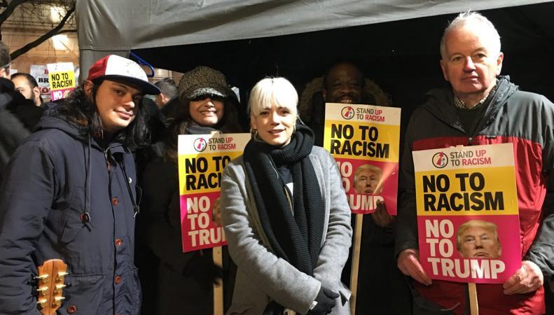 Демонстрация протеста против избрания Трампа дошла до американского посольства в Лондоне фото:twitter