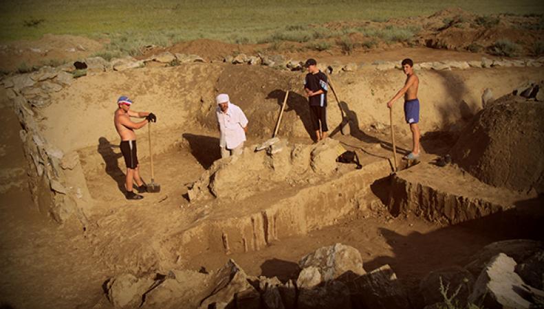 Археологи ведут раскопки древнего города