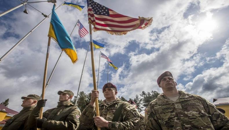 Западные СМИ рассказали, как США и Канада избавляют Украину от «советских традиций»