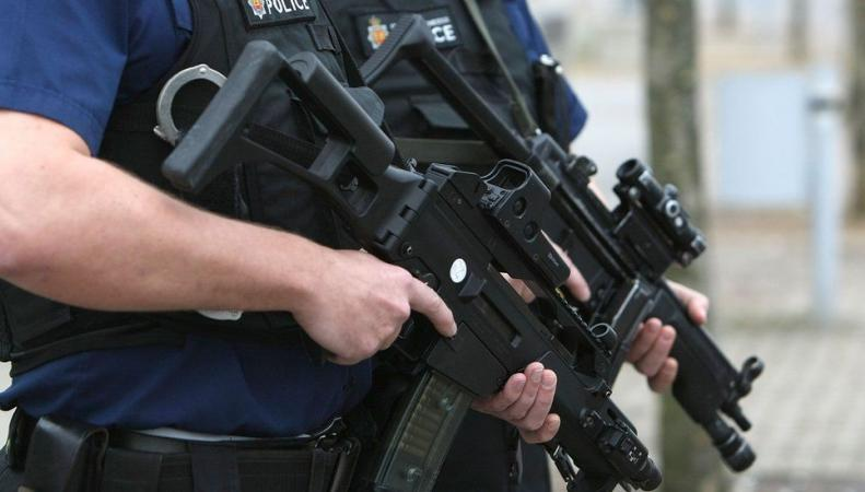 Британским полицейским официально разрешили стрелять по автомобилям террористов фото:bbc