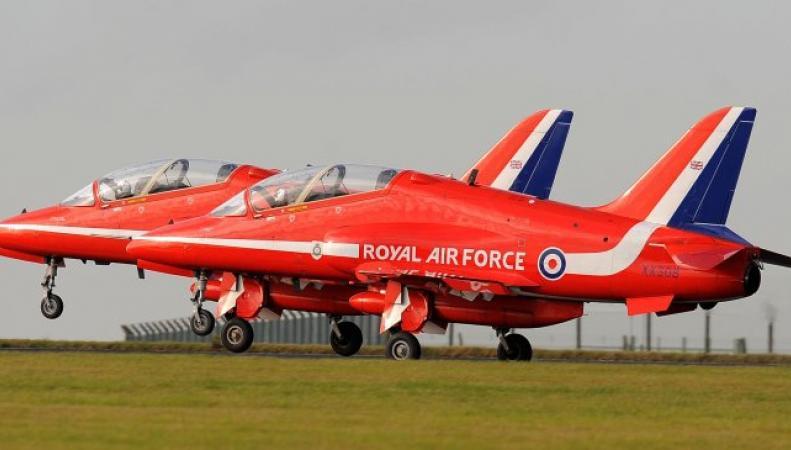 Самолет Red Arrows разбился на военной базе в Уэльсе