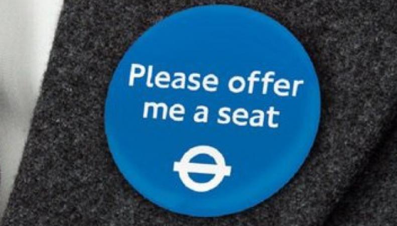 TfL выпустил значки «Предложите мне место, пожалуйста» фото:bromleytimes.co.uk