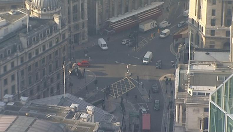 Управа лондонского Сити закрыла для автомобилистов перекресток семи дорог фото:itv