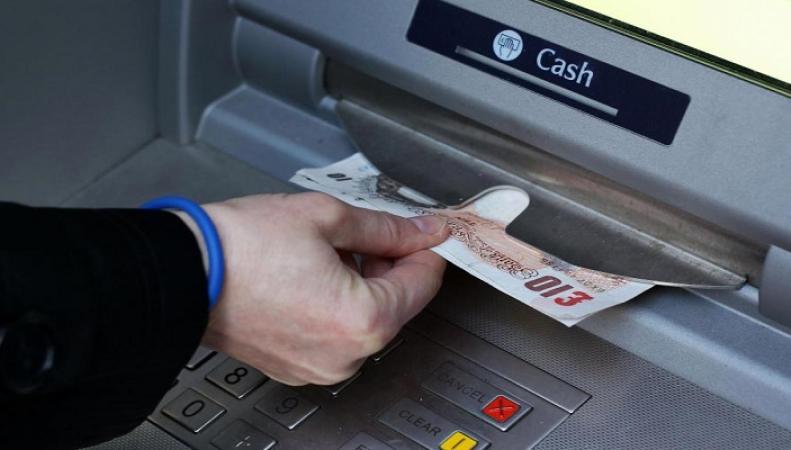 Число бесплатных банкоматов в Британии может значительно сократиться