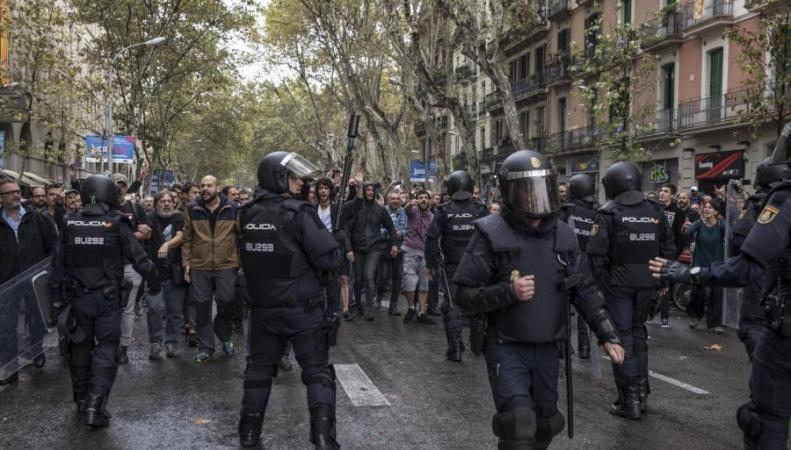 Британское правительство и оппозиция отреагировали на беспорядки в Каталонии фото:standard.co.uk