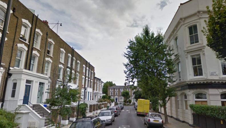 Улица в жилом районе Лондона перекрыта из-за неразорвавшейся бомбы