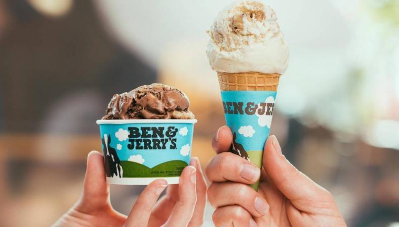 Ben & Jerry в Лондоне угощает мороженым
