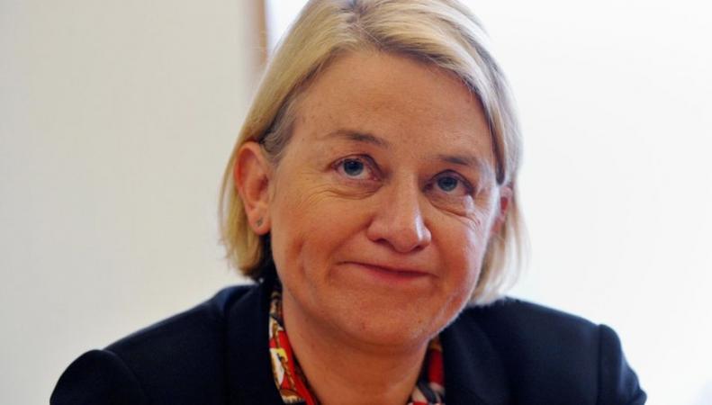 Политик, предложившая выселить королеву из дворца, уйдет в отставку фото:bbc.com