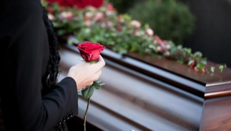 Британское правительство сократило выплаты пособия вдовам и вдовцам фото:dailymail