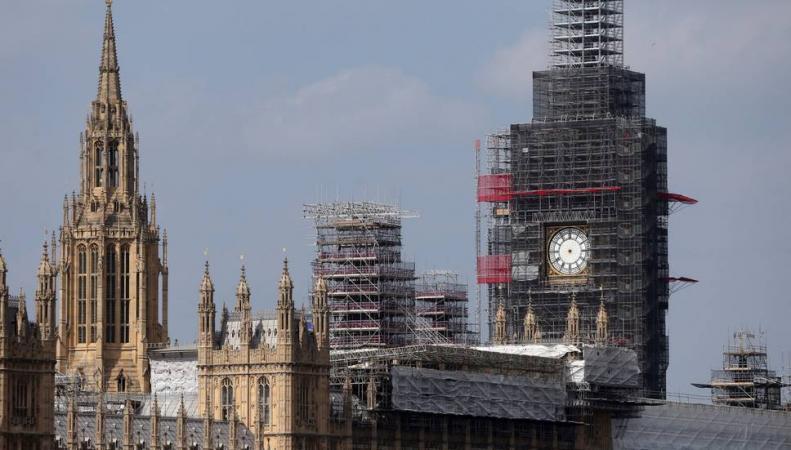 Мужчина попытался проникнуть в Вестминстерский дворец по строительным лесам