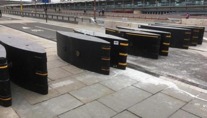 Велосипедисты недовольны защитными барьерами на лондонских мостах