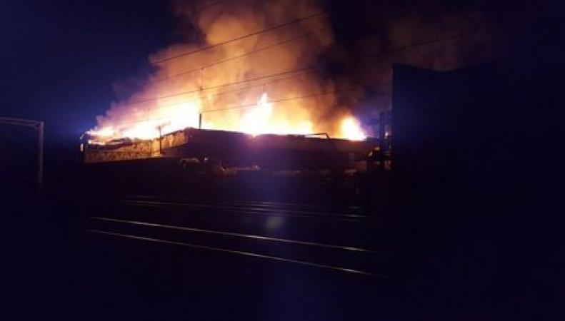 Сообщение между Лондоном и Манчестером нарушено из-за пожара у железной дороги фото:manchestereveningnews