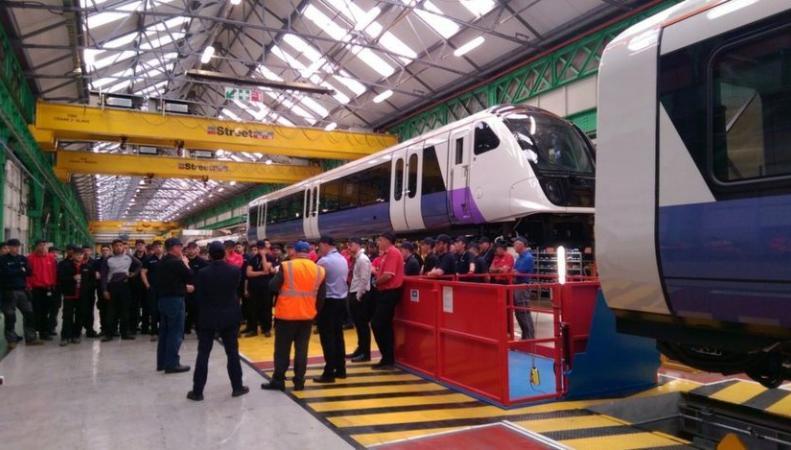 Bombardier получил миллиард фунтов на модернизацию подвижного состава британских железных дорог фото:bbc.com