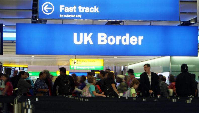 British Airways просит главу МВД разобраться с очередями в Хитроу