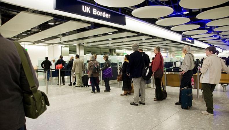 Британскому правительству предложена новая схема учета граждан и мигрантов фото:dailymail.co.uk