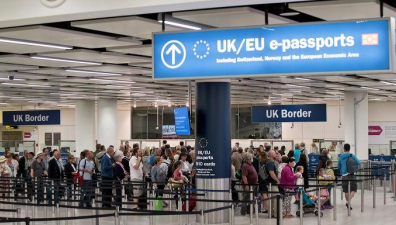 Сальдо миграции в Великобритании снизилось до минимума за три года