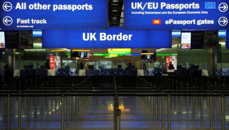 Карточки миграционного учета будут отменены в британских аэропортах фото:standard.co.uk