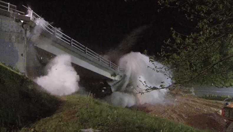 В Плимуте взорван мост, разрушавшийся из-за рака бетона фото:bbc.com