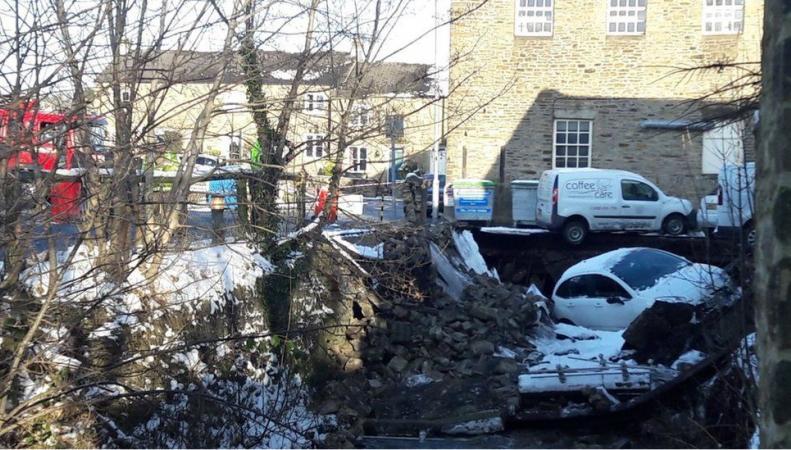 В Северном Йоркшире обрушился мост вместе с машинами