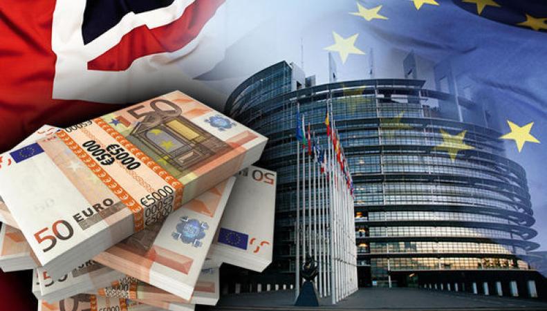 Британии придется платить дань Евросоюзу, несмотря на Brexit фото:express.co.uk