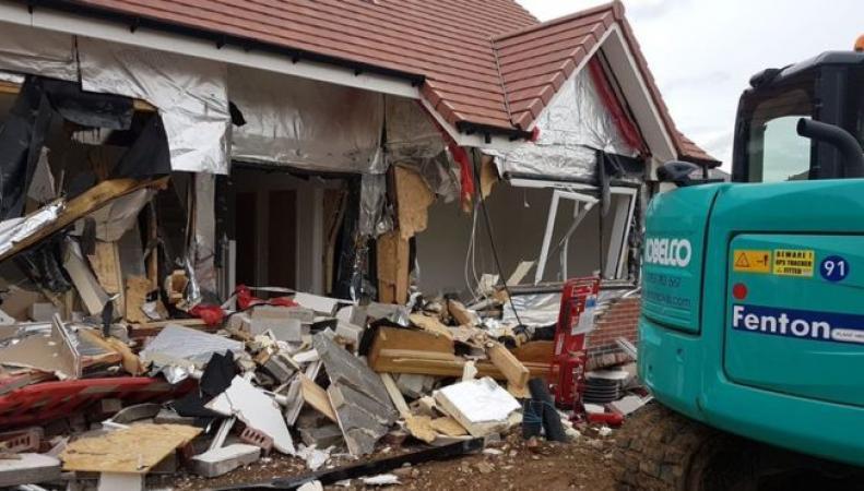 Строитель разрушил дома стоимостью 4 миллиона фунтов после конфликта с работодателем