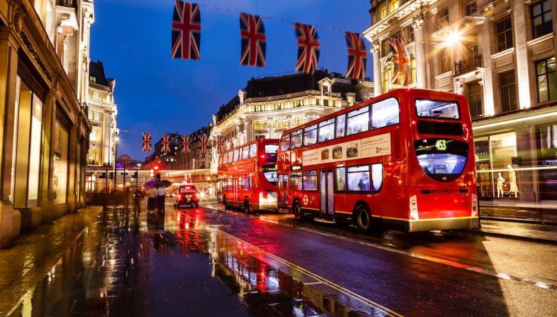 Садик Хан объявил о запуске ночных автобусных маршрутов в поддержку Night Tube фото:mayorwatch
