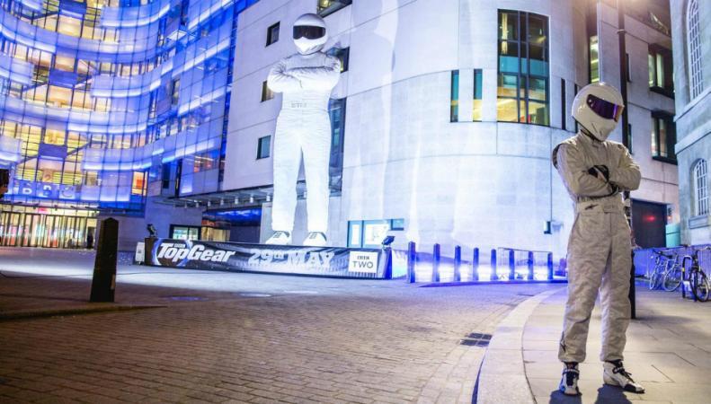 гонщика из Top Gear установили в центре Лондона