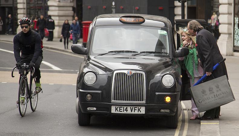 Черные кэбы переходят на безналичный расчет и бесконтактную оплату фото:londonist.com