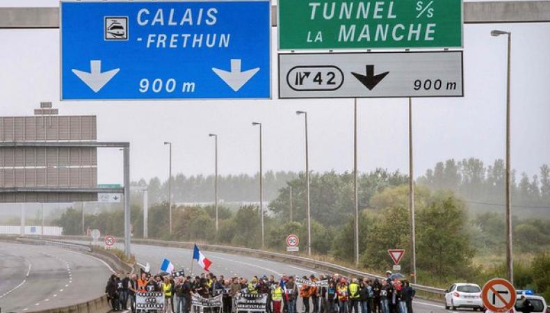 Великобритания отгородится от нелегалов в Кале четырехметровым бетонным забором фото:theguardian.com